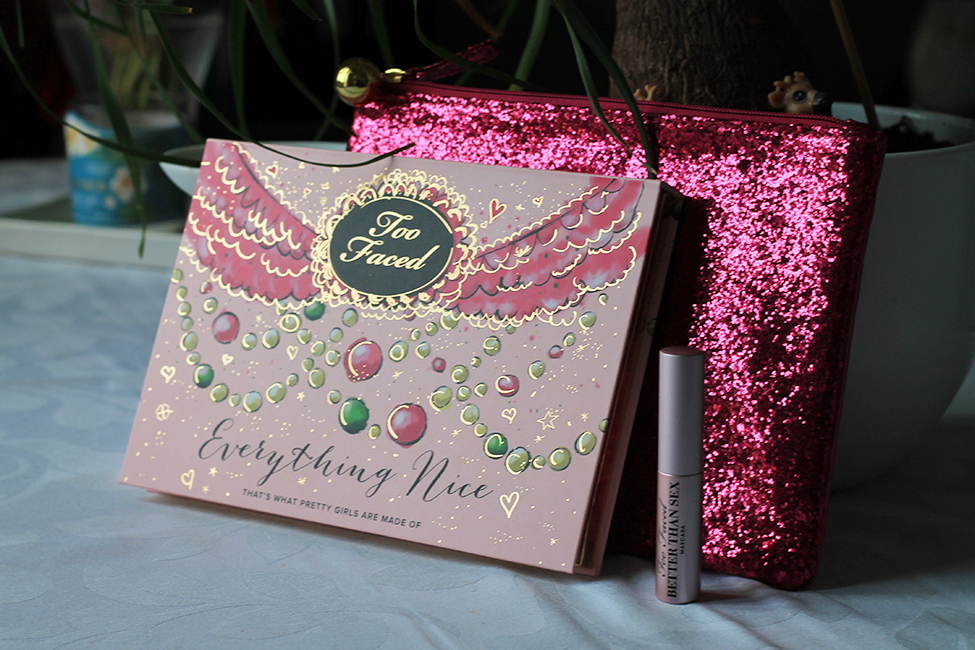 Revue et maquillage coloré everything nice too faced goodies